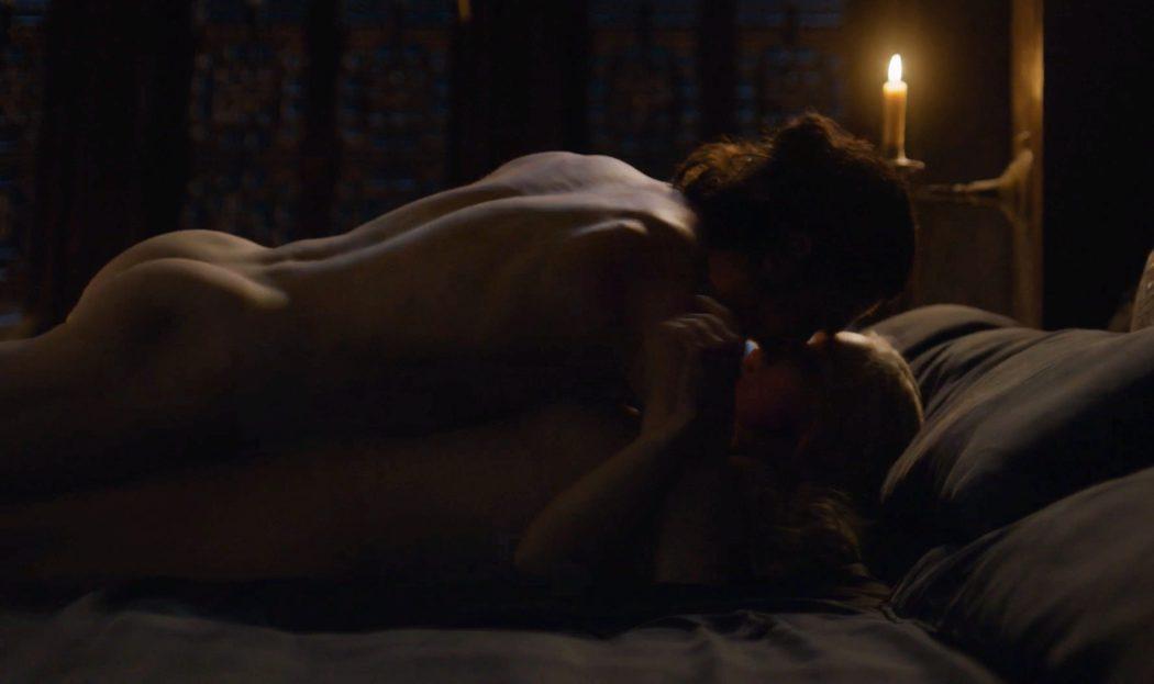 Kit Harington y Emilia Clarke, completamente desnudos en 'Juego de Tronos'