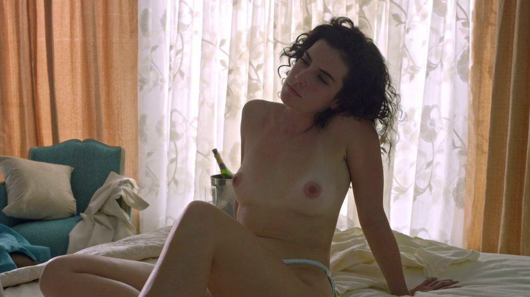 Laura Perico, completamente desnuda, enseña las tetas en 'Narcos'