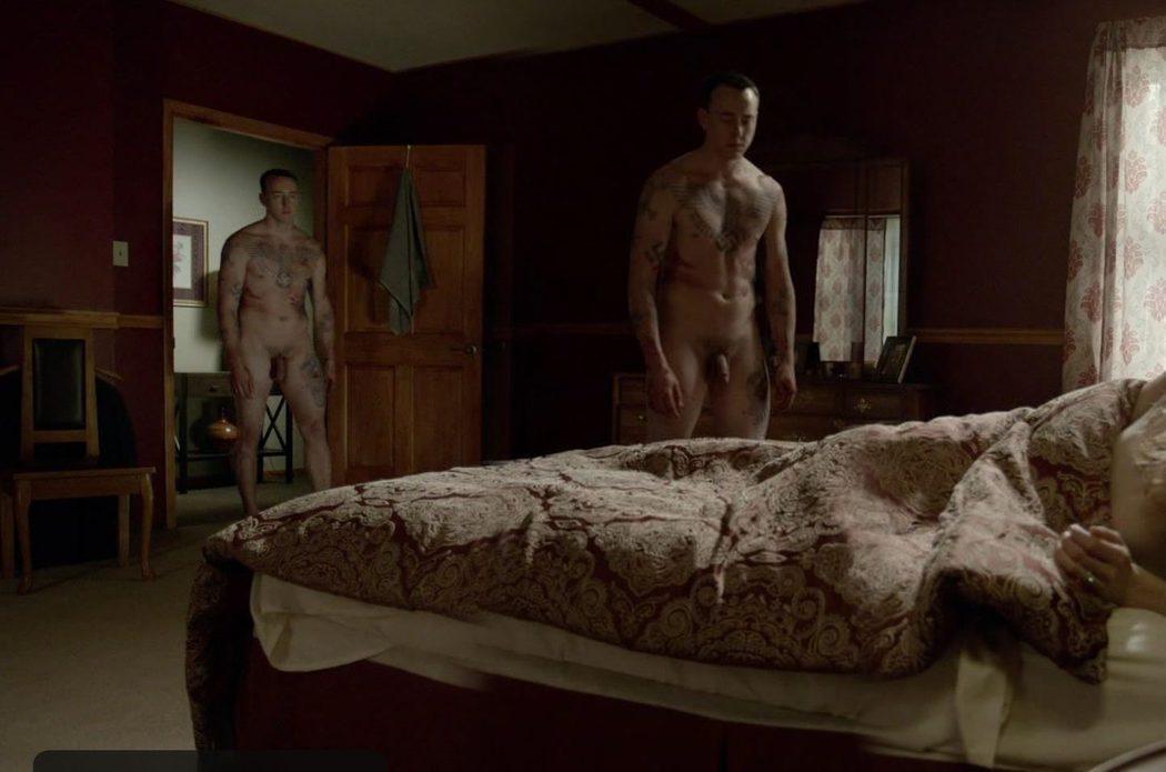 Chris Coy, completamente desnudo, enseña su pene en 'Banshee'