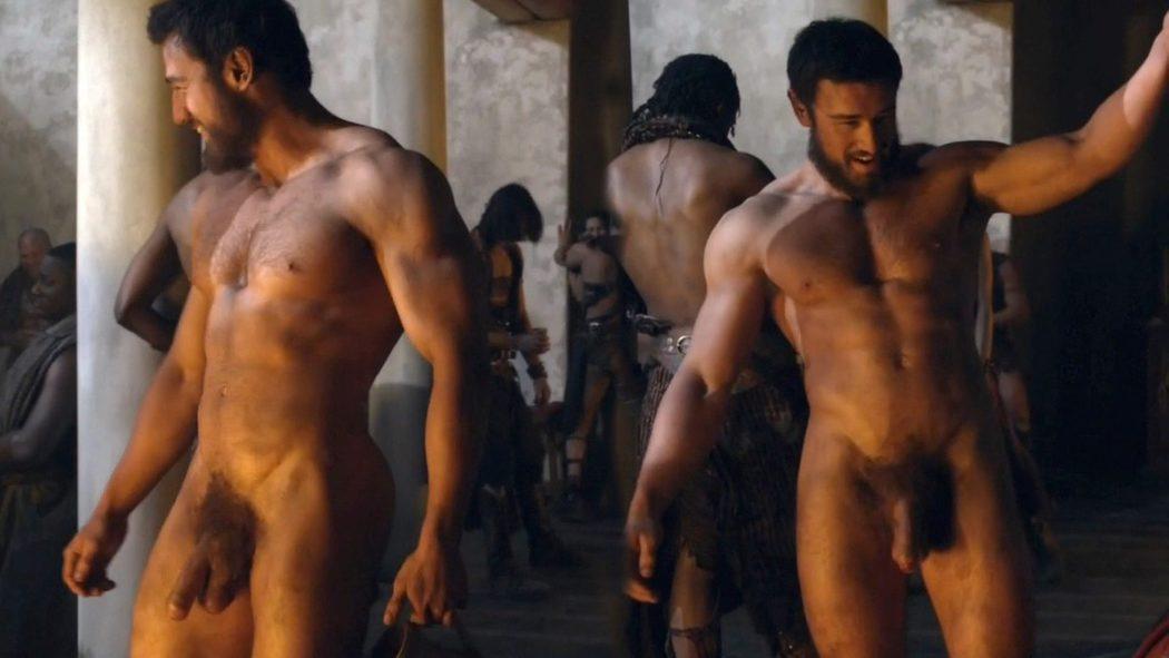 James Wells, totalmente desnudo, enseña el pene en 'Spartacus'