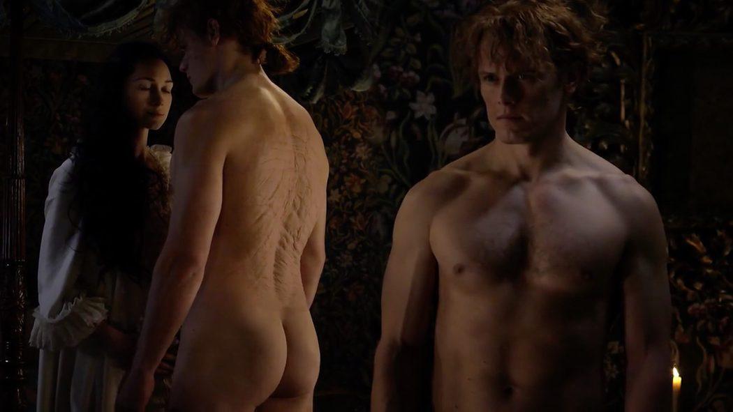 Sam Heughan, completamente desnudo, enseña el culo en 'Outlander'