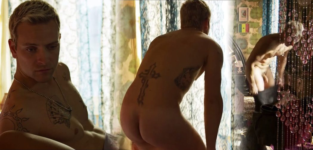 Alessandro Borghi, completamente desnudo, enseña el culo y el pene en 'Suburra'