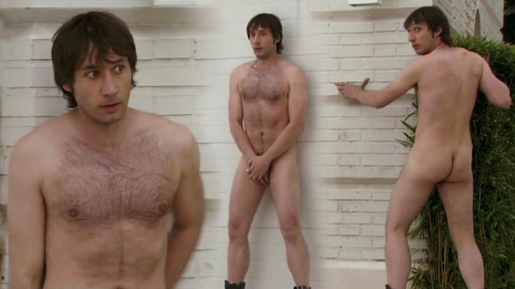 Raúl Fernández, completamente desnudo, enseña el culo en 'Con el culo al aire'