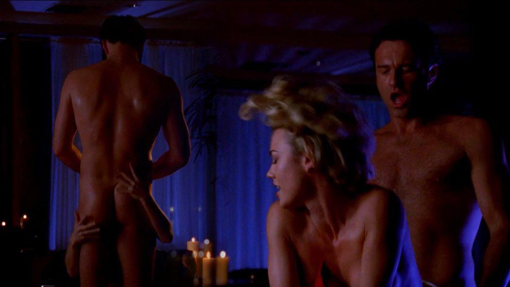 Julian McMahon, completamente desnudo, enseña el culo en 'Nip/Tuck'