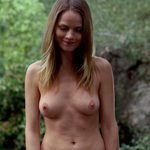 Lindsay Pulpisher, desnuda, enseña las tetas en 'True Blood'