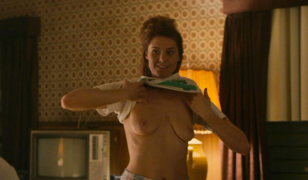 Kate Nash, desnuda, muestra sus tetas en 'Glow'