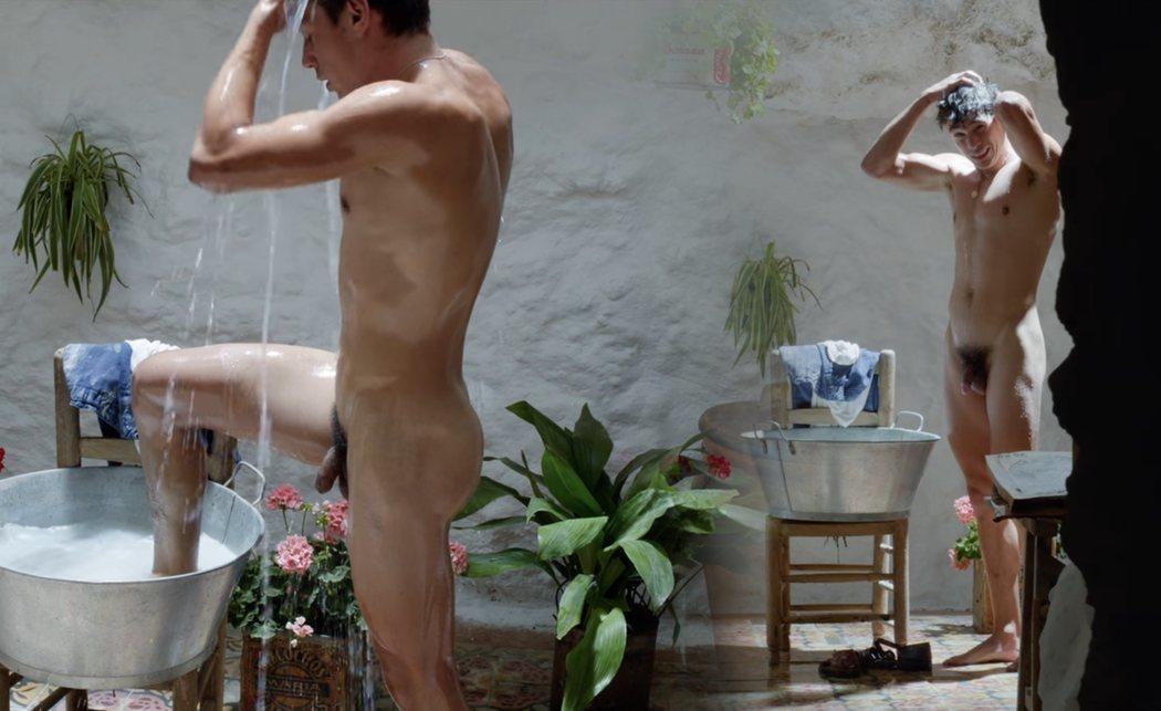 """El desnudo integral de César Vicente en """"Dolor y gloria"""""""
