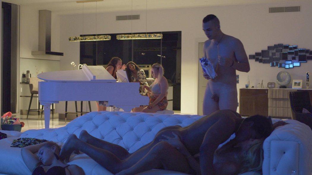 Sebastiano Pigazzi, totalmente desnudo en 'We Are Who We Are'