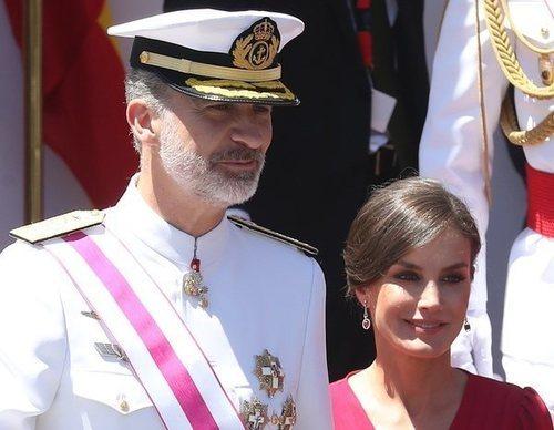 Los Reyes en el Día de las Fuerzas Armadas en Sevilla: complicidad y mucho calor