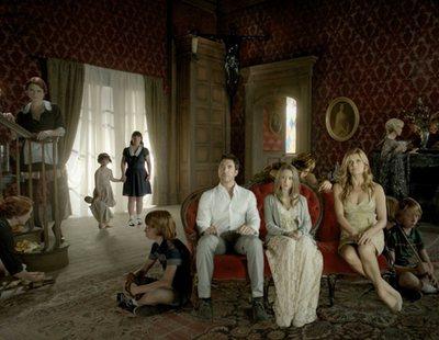 'American Horror Story': Joan Collins desvela unos cuantos actores de la temporada 8, y una sorpresa
