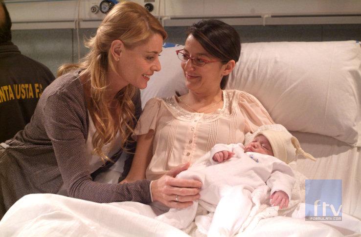 Lucía conoce a su sobrino antes de morir
