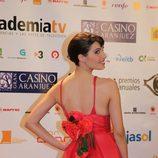 Pilar Rubio enseña el detalle de la espalda de su vestido rojo en los ATV 2009