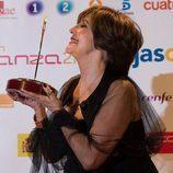 Concha Velasco contenta tras recibir el Premio a toda una vida de la Academia de TV
