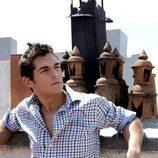 Josep Lobató posa con la camisa remangada