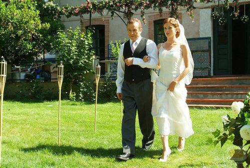 Don Lorenzo acompaña a Silvia al altar