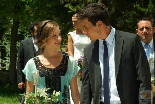 Sara y Aitor en la boda de Pepa y Silvia