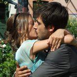 El beso de Sara y Lucas