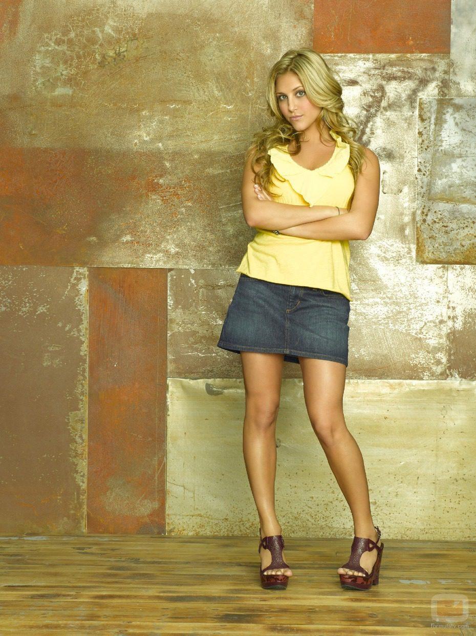 Cassie Scerbo es Lauren Tanner