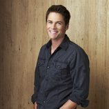 Rob Lowe sonriente en 'Cinco hermanos'