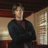 El actor Jared Padalecki con semblante serio, es Sam Winchester en 'Sobrenatural'