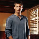 Jensen Ackles posa para una imagen promocional de 'Sobrenatural'