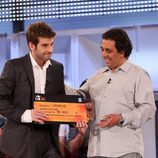 Mario Álvarez, recibe el premio como ganador de 'OT 2009'