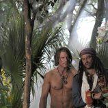 Philip Winchester con el torso desnudo en 'Crusoe'