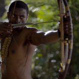 "Tongayi Chirisa, ""Viernes"", semidesnudo en 'Crusoe'"