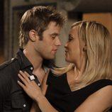 Shaun Sipos y Katie Cassidy en 'Melrose Place'