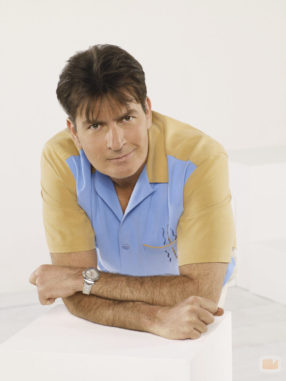 Adios a  Two and a half men, adios al idolo Charlie Harper
