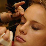 Esmeralda Moya se maquilla en su serie