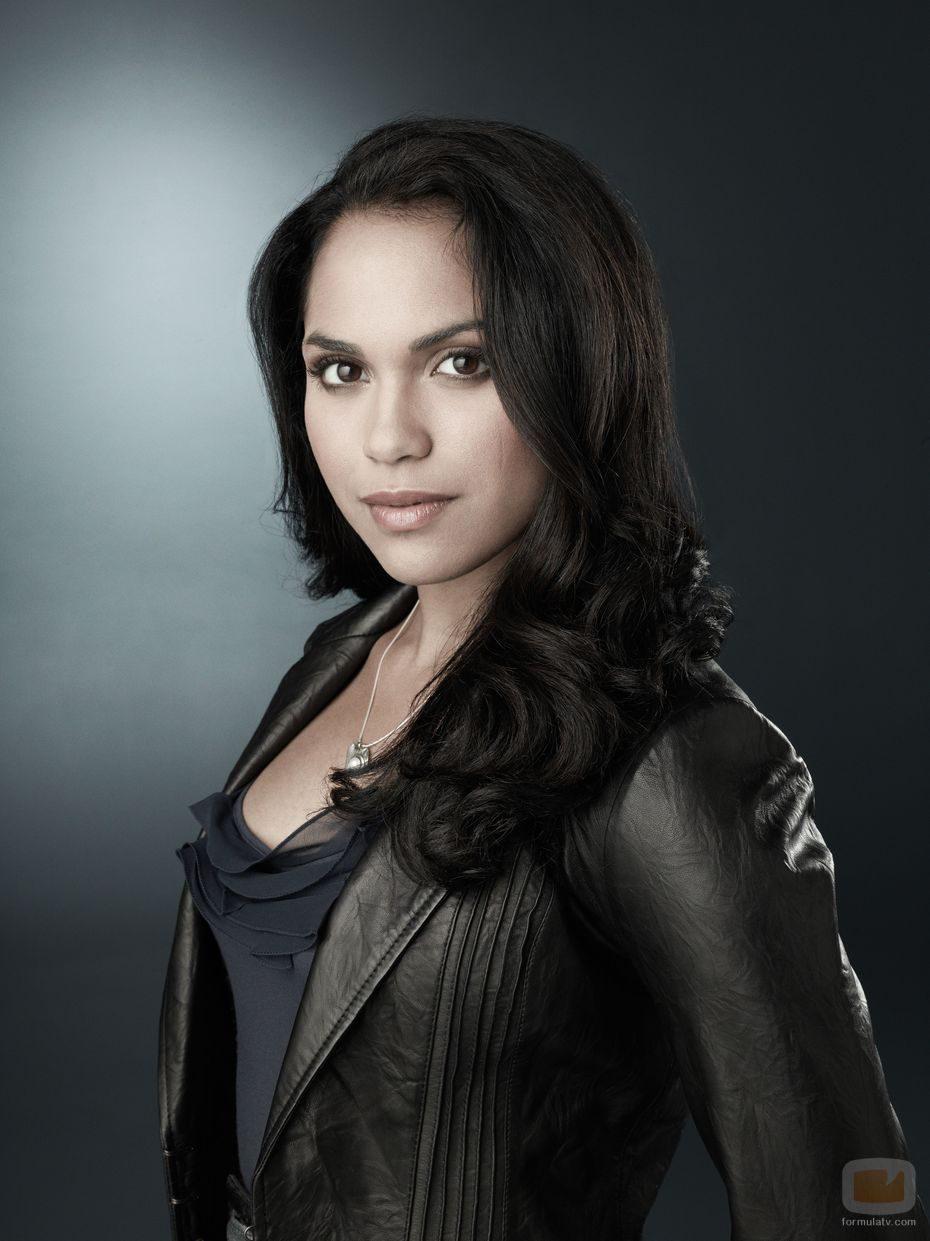 Monica Raymund es Ria Torres en 'Miénteme'
