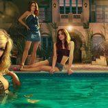 Katie Cassidy y Ashlee Simpson en una promo