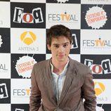 Óscar Sinela posando en la première de 'FoQ'