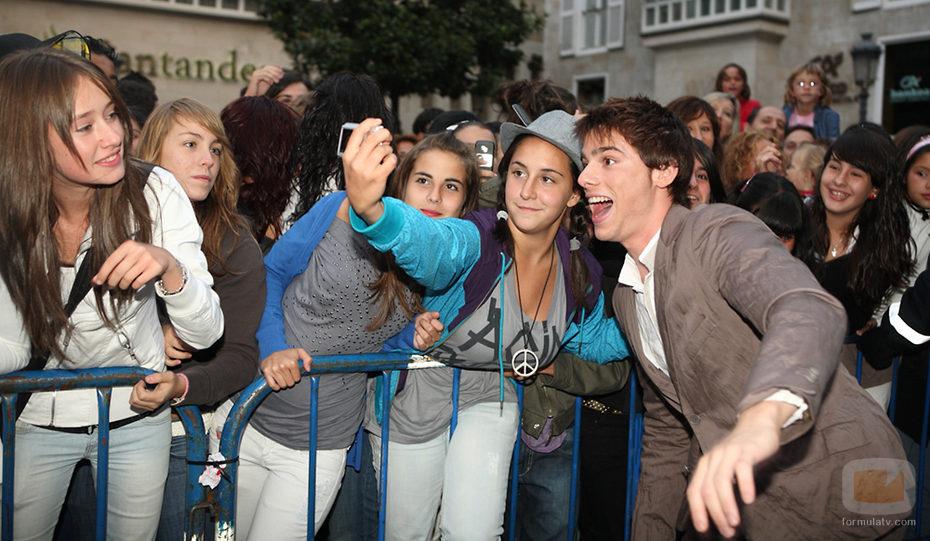 Óscar Sinela con los fans