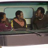 Rob Hawkins (Lennie James) con su familia en 'Jerichó'
