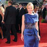 Christina Applegate luce evstido en la gala de los Emmy 2009