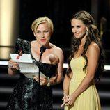 Patricia Arquette y Jennifer Love Hewitt en los Emmy 2009