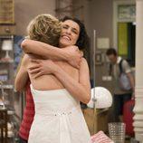Blanca e Irene se abrazan