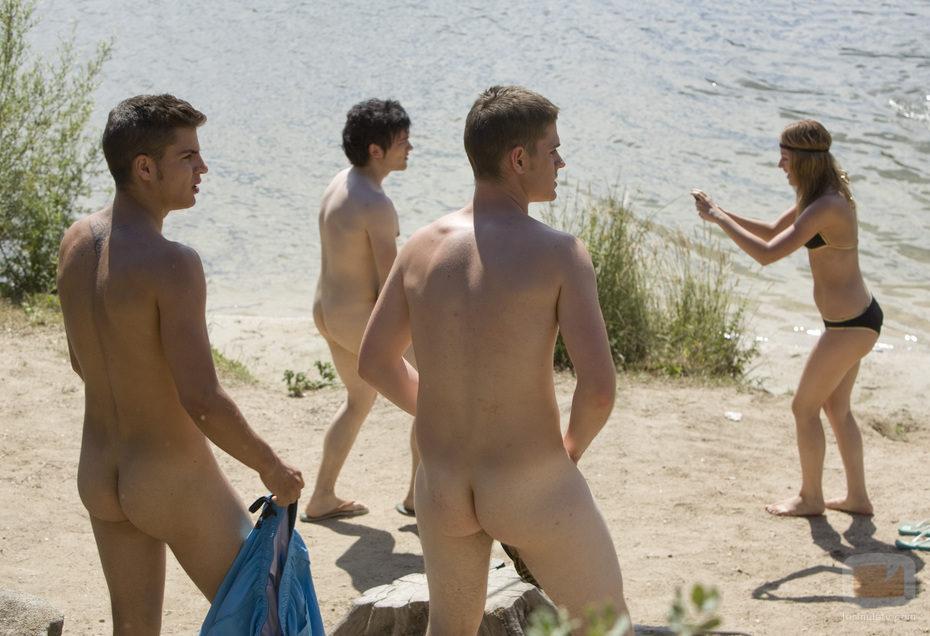 Los chicos miran chicas desnudas video