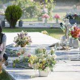 Paula en el cementerio