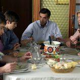 Los Alcántara comen juntos en 'Cuéntame cómo pasó'