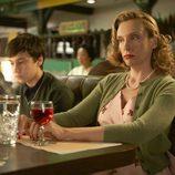 Toni Collette es Alice, la ama de casa