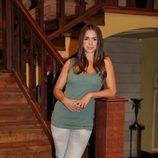 Elena Furiase en la escalera de 'El internado'
