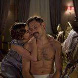 Victoria y Gonzalo en la cama