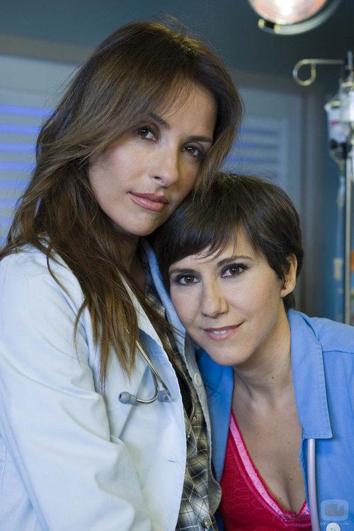 Patricia Vico y Fátima Baeza en una fotografía promocional para 'Hospital Central'