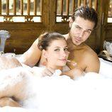 Miriam Giovanelli y Juan Alfonso Baptista en la bañera