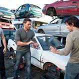 Leo y Mario salvan a Pablo en el desguace