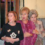 Emma Penella, Mariví Bilbao y Gemma Cuervo en 'Aquí no hay quien viva'