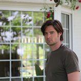 William Miller interpreta a un medium en la serie 'Hay alguien ahí'